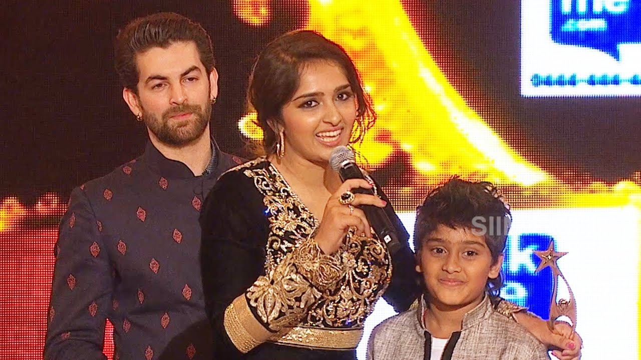 Download Sanusha Gets Emotional With Her Brother After Winning The Award