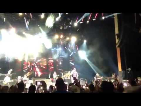 Luke Bryan- Intro/ Kiss Tomorrow Goodbye Hartford CT