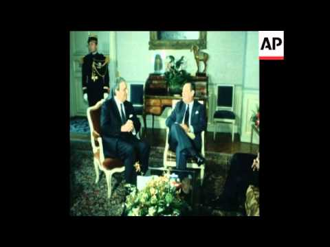 SYND 20 2 81 TUNISIAN PRIME MINISTER MOHAMMED MZALI MEETS WITH FRENCH PRIME MINISTER BARRE