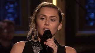 """Miley Cyrus Performs """"The Climb"""" In Honor Of Las Vegas Victims"""