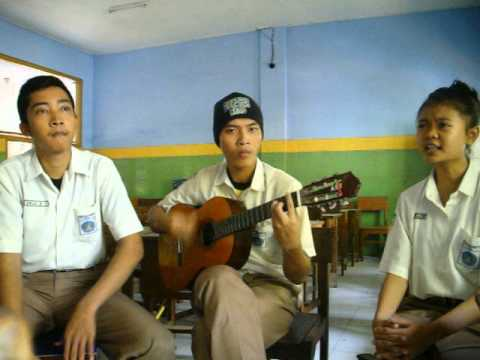 Show Your Passion Acoustic Version-XI IIS 2-SMAN 1 Puri Mojokerto-2014/2015