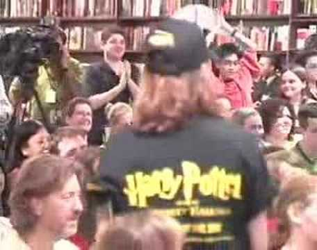 Jim Dale reads Harry Potter in B&N party [Part 2 of 6]