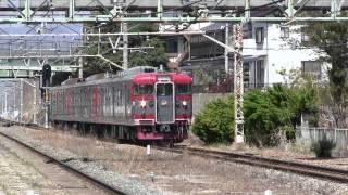 2013(平成25)年4月28日撮影。小諸市などを舞台にしたアニメ「あの夏で待ってる」のラッピング列車です。 (撮影機材:Canon iVIS...