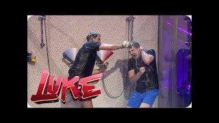 The Shower of Laugh  Luke duscht und singt mit Sexsymbol Tom Beck! - LUKE! Die Woche und ich