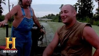 Swamp People: Ron and Bruce Have Boat Trouble (S6, E7) | History