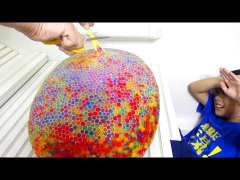 9000 Orbeez Balloon Bomb Experiment! お風呂でぷよぷよボール爆弾で遊んだよ!