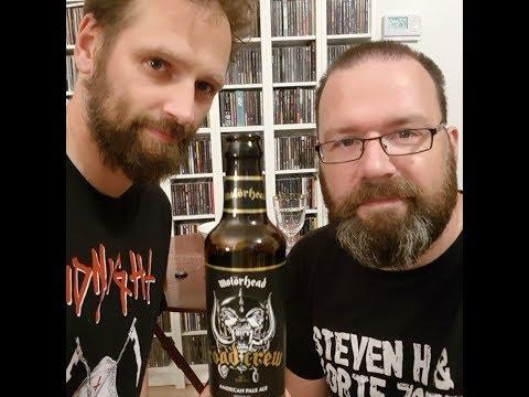 Mattias en Kevin proeven het Motörhead Roadcrew bier.