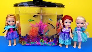 FISH TANK ! Elsa and Anna toddlers visit Ariel's house - aquarium decorating - playdate - prank