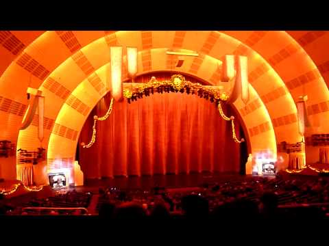 Mighty Wurlitzer organ at Radio City Music Hall, Rockefeller Center, New York City HD