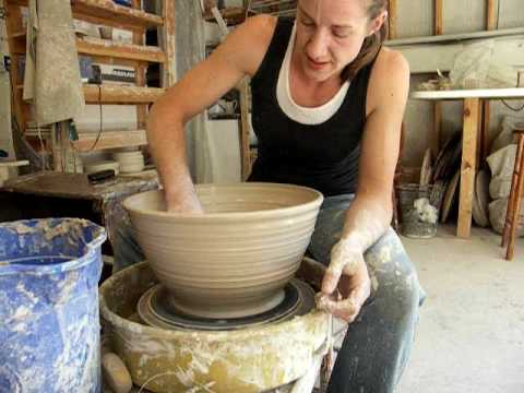 How to throw a large bowl on the potter's wheel .