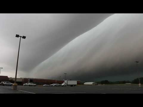 Severe thunderstorm shelf cloud approaching Jacksonville, Illinois July 7, 2016
