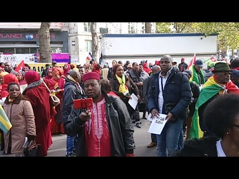 #TogoDebout - Le live de la grande manifestation à Paris: le rassemblement à Bastille
