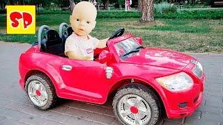 видео: Развлечения для детей! Беби Борн катается на машинке
