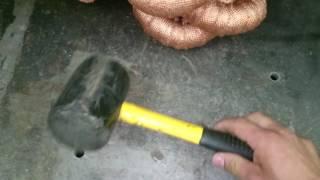 Обзорна резиновый молоток.