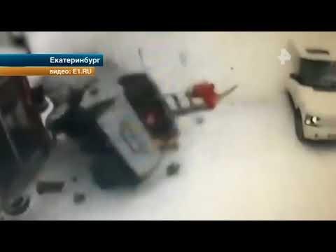 В Екатеринбурге иномарка влетела в здание автосервиса