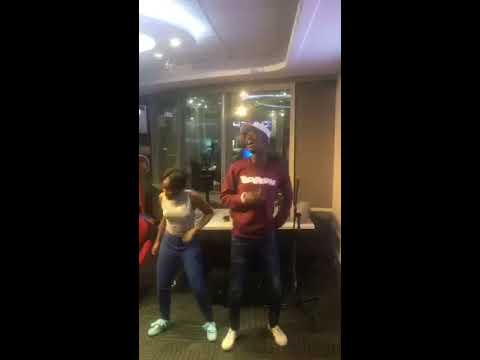 Mbalz and Killa Kau dance to Tholukuthi inside 94.7 Highveld Radio Studio