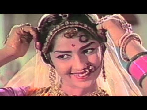 Girl dances to cure Kishore Kumar- Payal Ki Jhankar, Scene 15/18