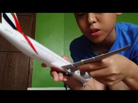 Unboxing video of Emirates Boieng 777-300 ER Scale1:200 from official store