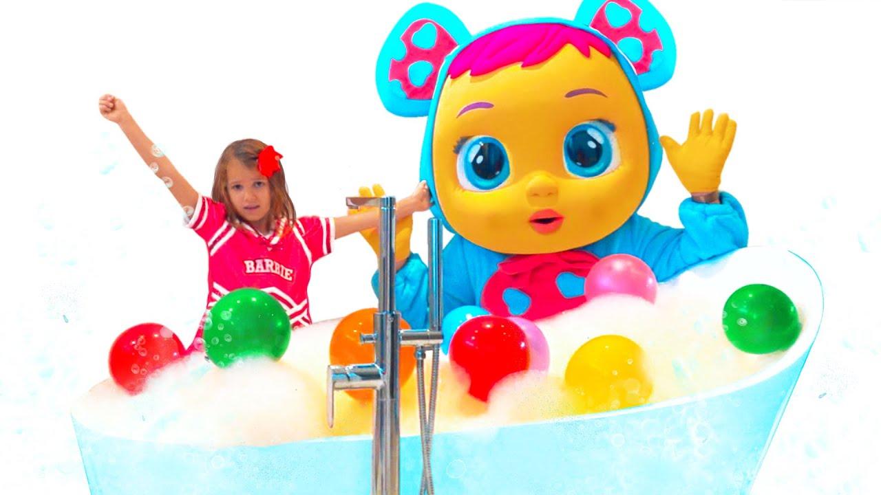 Катя Макс и папа играют в ванной