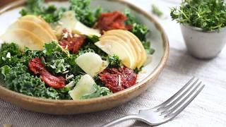 Салат c кейлом, яблоком и «беконом»