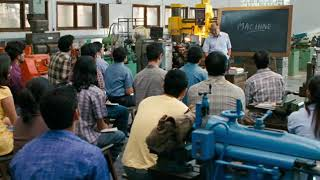 Mechine definition from engineering student| Funny answers from Aamir Khan | 3idiots