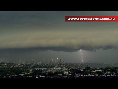 Shelf cloud moves through Sydney, Australia