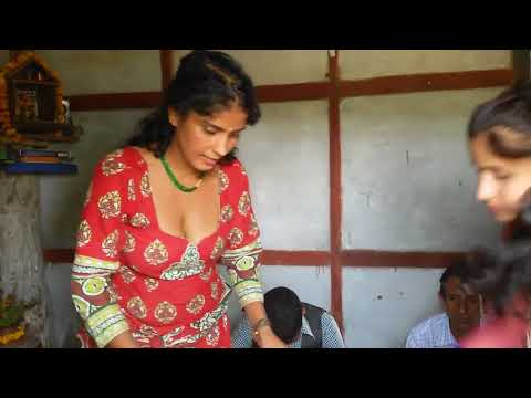 desi Indian girl showing deep cleavage very hot boobs thumbnail