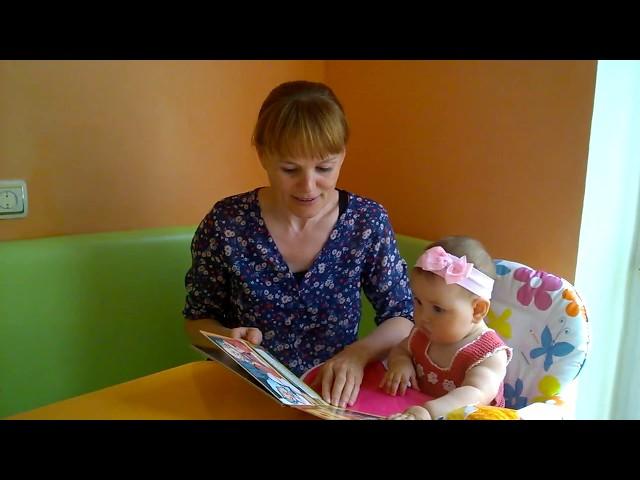 Изображение предпросмотра прочтения – НатальяМихеева читает произведение «Курочка Ряба» А.Н.Толстого