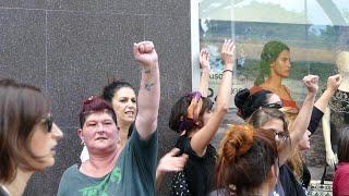 """Roma, corteo di donne affronta militanti CasaPound: """"Qui i fascisti non li vogliamo"""""""