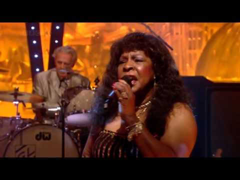 Martha Reeves and the Vandellas  Dancing in the Streets Jools Annual Hootenanny 2008 HD 720p