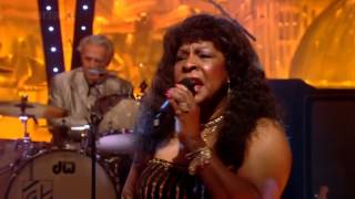 Martha Reeves and the Vandellas - Dancing in the Streets (Jools Annual Hootenanny 2008) HD 720p