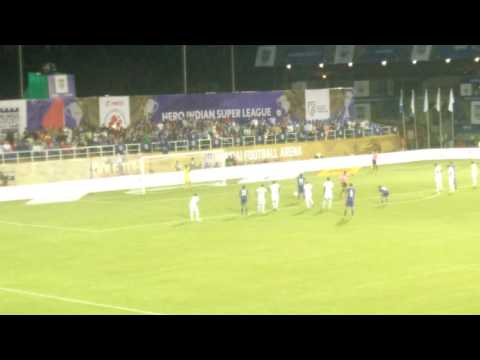 Diego Forlan scores first goal for Mumbai City FC, crowd goes nuts!