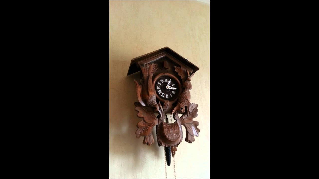 horloge coucou for t noire youtube. Black Bedroom Furniture Sets. Home Design Ideas