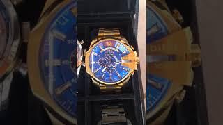 89018fb2301 Relógio Diesel Only the Brave 10 bar dourado com fundo azul ...