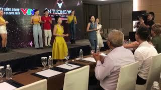 """Thu Quỳnh, Bảo Hân, Anh Vũ dàn diễn viên """"Về nhà đi con"""" nhảy Người hãy quên em đi - Mỹ Tâm"""
