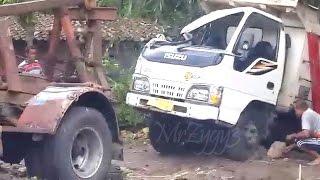 Dump Truck Isuzu ELF HD Crash Being Towed By Mercedes Benz 911