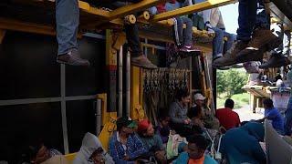 شاهد: هكذا يقطع المكسيكيون المسافة للوصول إلى الولايات المتحدة…
