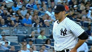 Andy Pettitte wins his 200th game as a Yankee