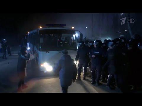 На Украине вернувшихся из Китая встретили горящей баррикадой.