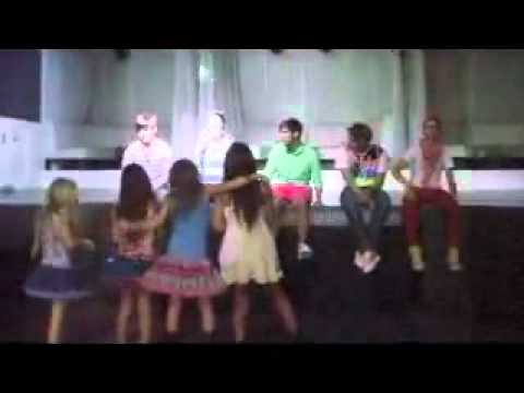 Download Noie,Ems,Christa,Sophie dancing to WOW at TCA 2009
