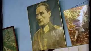 Gözleri aşka gülen:ah ne güzel,ne güzel seni sevmek Atatürk Video