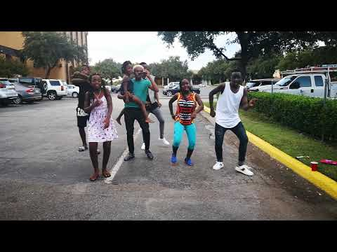 Triplets ghetto kid's from Uganda dancing with Chipukeezy thumbnail