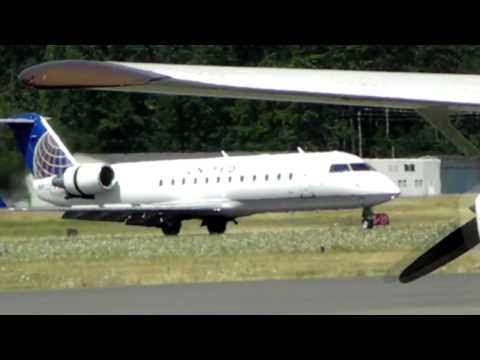 United Express Jet Landing Victoria Airport