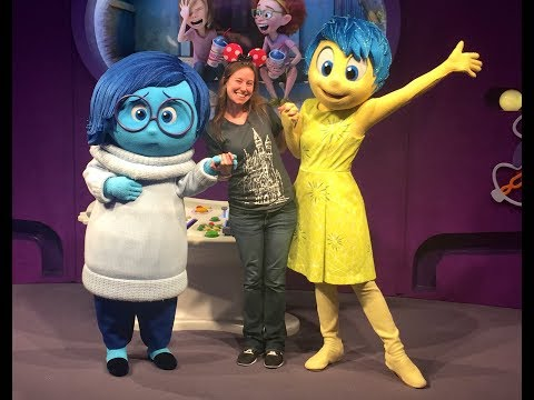 TOP TEN most fun and hilarious Characters at Disney World -