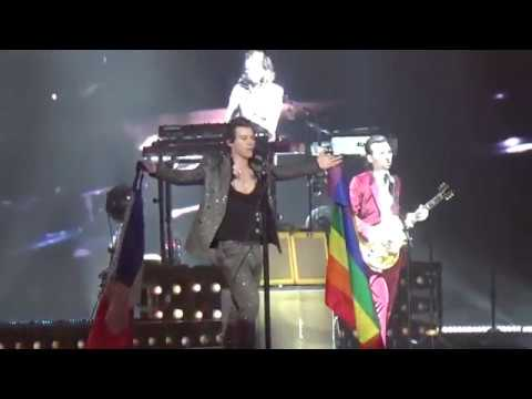 WHAT MAKES YOU BEAUTIFUL (+ rainbow flags) - Harry Styles live in Paris - 13/03/2018