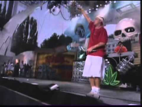 Eminem  The Real Slim Shady  at The Up In Smoke Tour