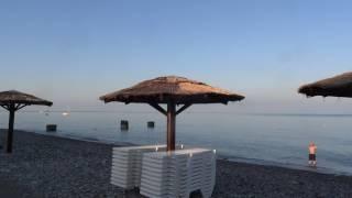 Уборка пляжей в Лазаревском. Море ранним утром 1 июля 2017