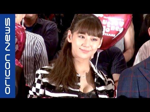 西内まりや、セクシーな見せブラ姿で登場 映画『CUTIE HONEY -TEARS-』初日舞台あいさつ