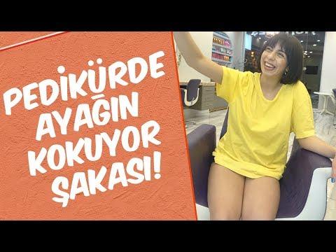 Mustafa Karadeniz - Pediküre Gelen Kadına \