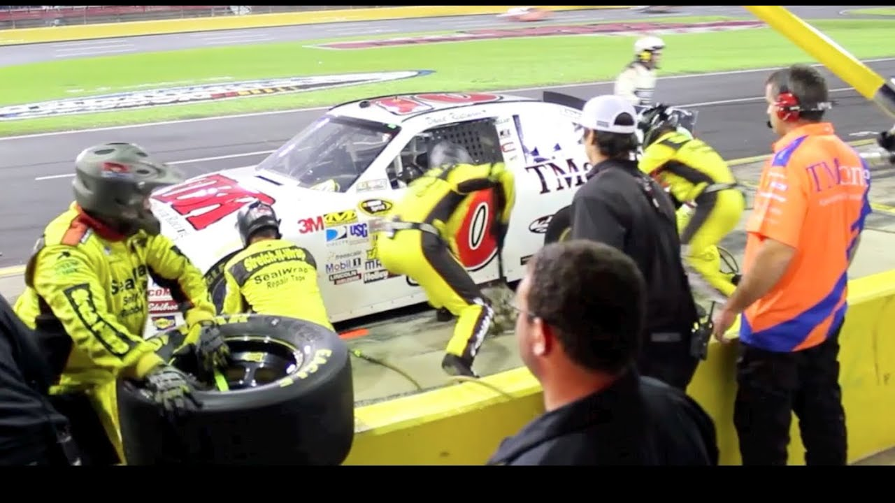 NASCAR PITSTOP FOUR TIRES GAS VERY FAST!! CHARLOTTE RACETRACK PIT ...